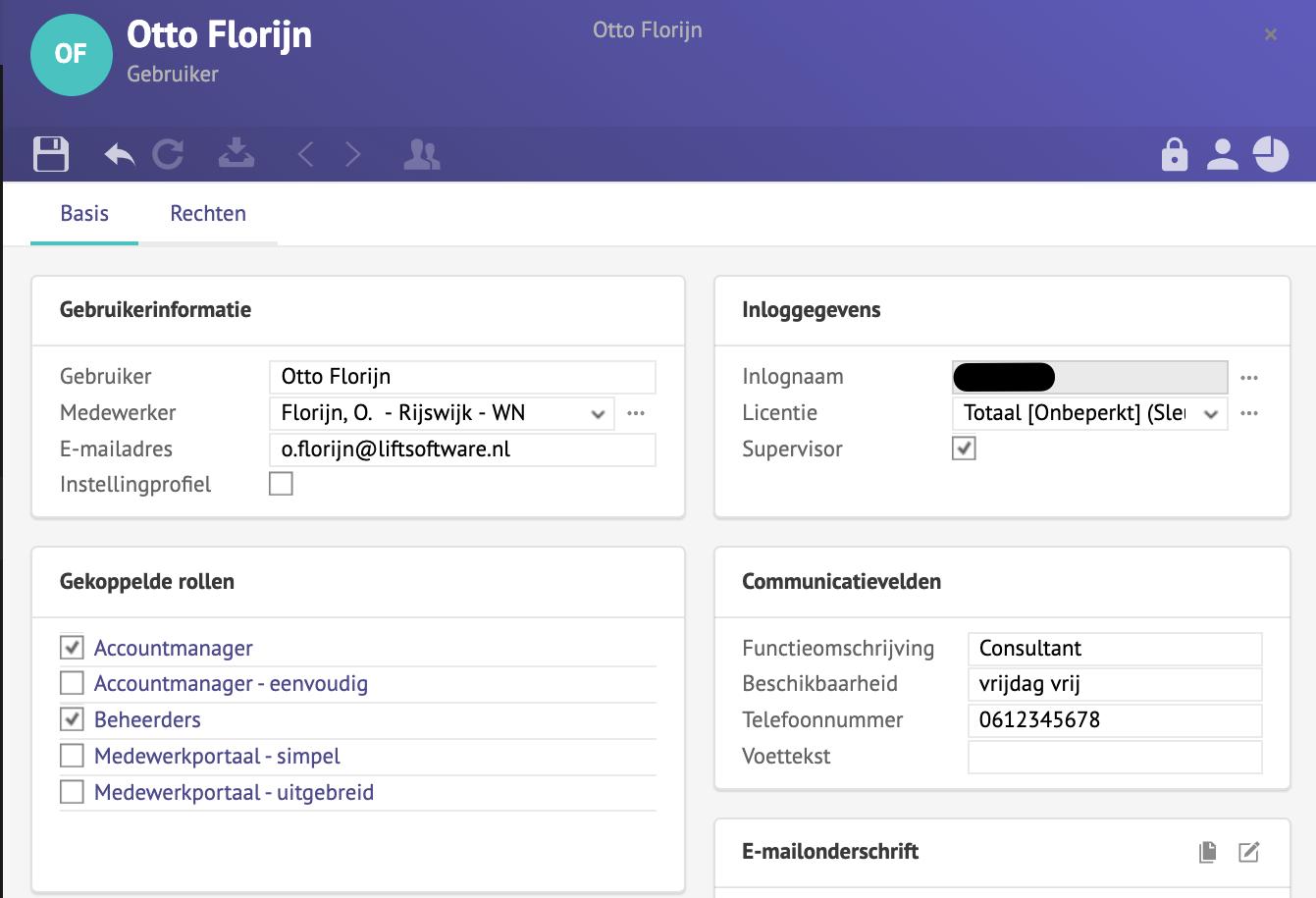 Screenshot van een gebruikerskaart met gekoppelde rollen.