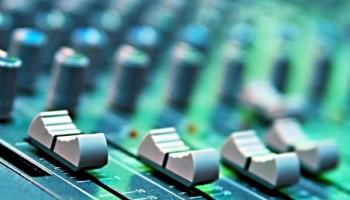 Bundel: Inzichten voor Artiesten en DJ's | /column-nieuw-vacuum-van-de-muziekindustrie-in-de-maakbundel