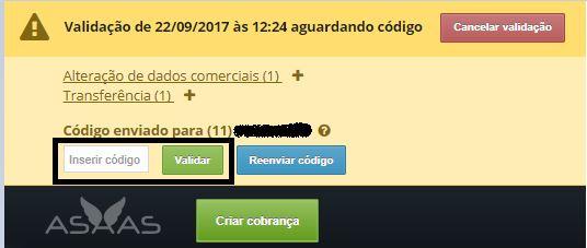 Uma barra amarelo com o texto em cinza: Validação de 22/09/2017 às 12:24 aguardando código. Botão vermelho: cancelar validação, mais abaixo com o fundo amarelo mais claro: Alteração de dados comerciais e um sinal de +. Transferências e um sinal de -. Abaixo: Código enviado para 11 e um número riscado evitando a leitura. _____ botão verde: validar, botão azul: reenviar código.