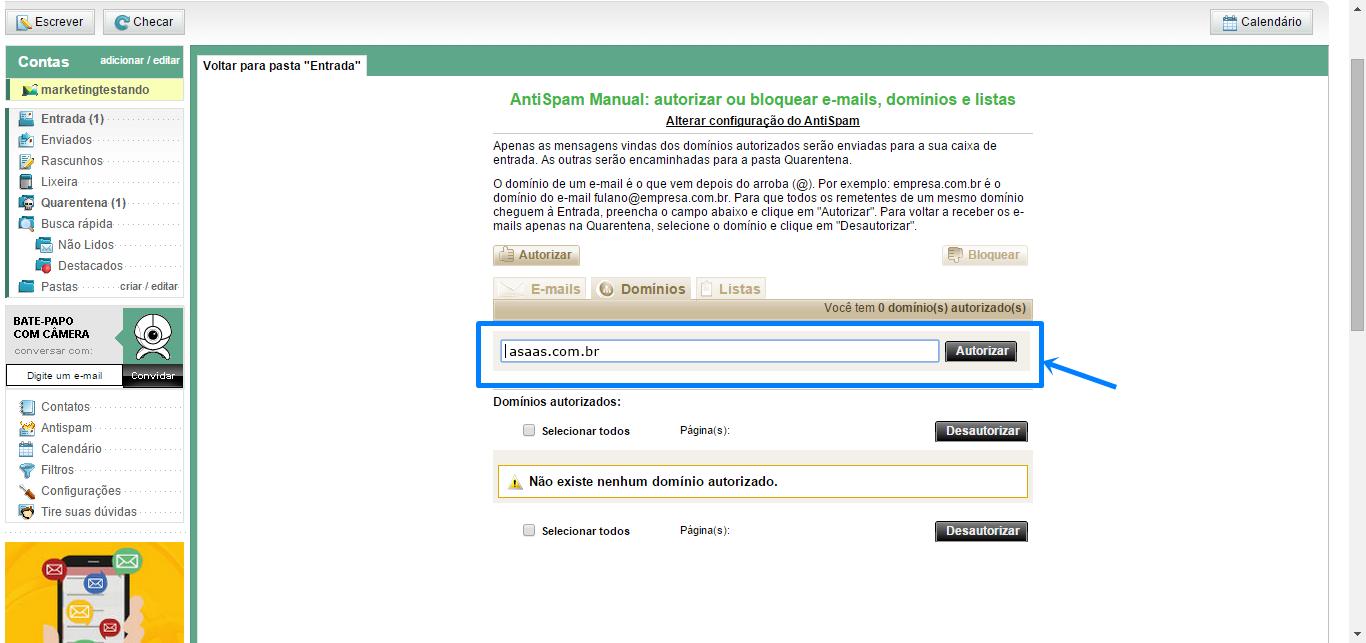 tela de e-mail do Bol, menu lateral e ao lado as informações: AntiSpam Manual: Autorizar ou bloquear e-mails domínios e listas. Abaixo algumas informações em um texto menor. Mais abaixo um submenu com as abas: E-mails, domínios e listas. A aba Domínios está aberta: dentro dela: Você tem 0 domínios autorizados. ____________ botão: Adicionar. a caixa de texto e o botão adicionar estão destacados por uma linha e flecha azul.